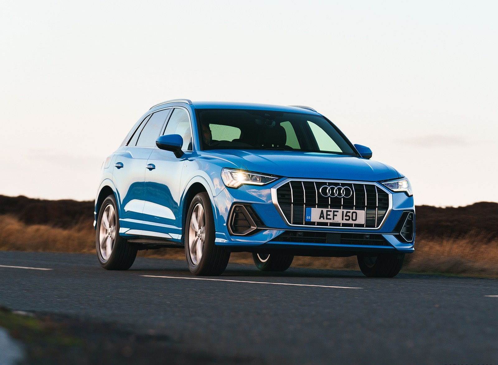 2019 Audi Q3 35 TFSI (UK-Spec) Front Three-Quarter Wallpaper (4)