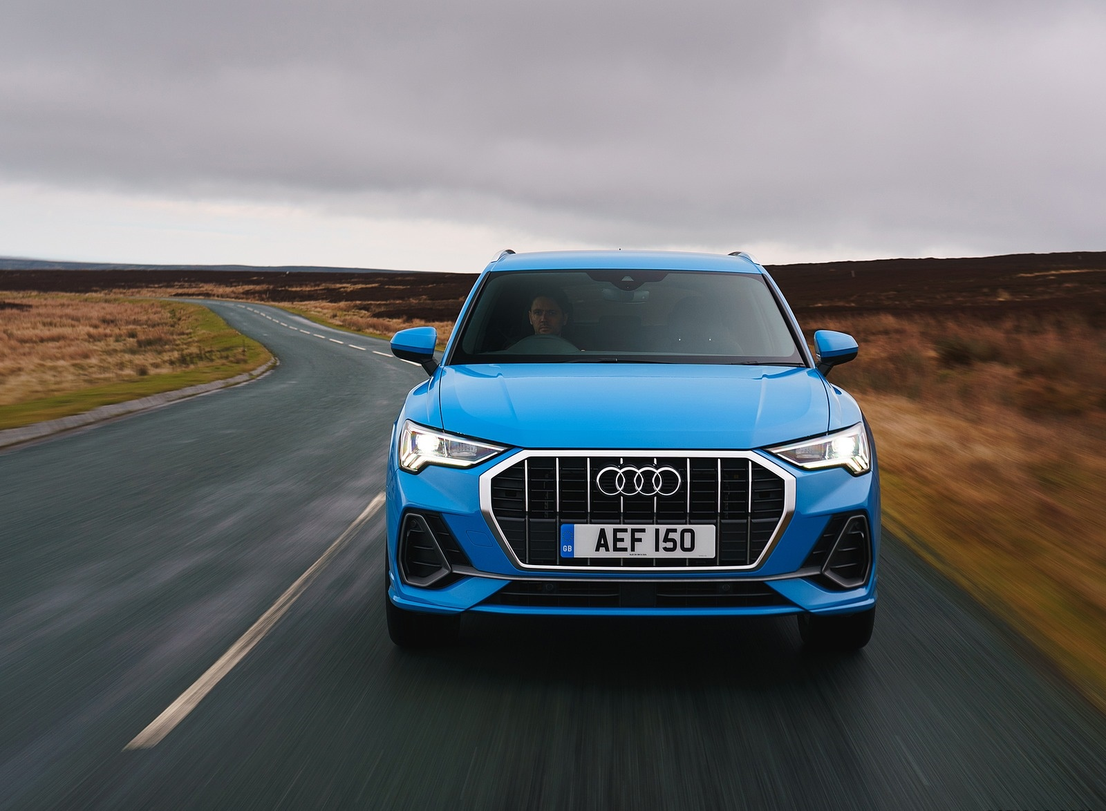 2019 Audi Q3 35 TFSI (UK-Spec) Front Wallpaper (14)
