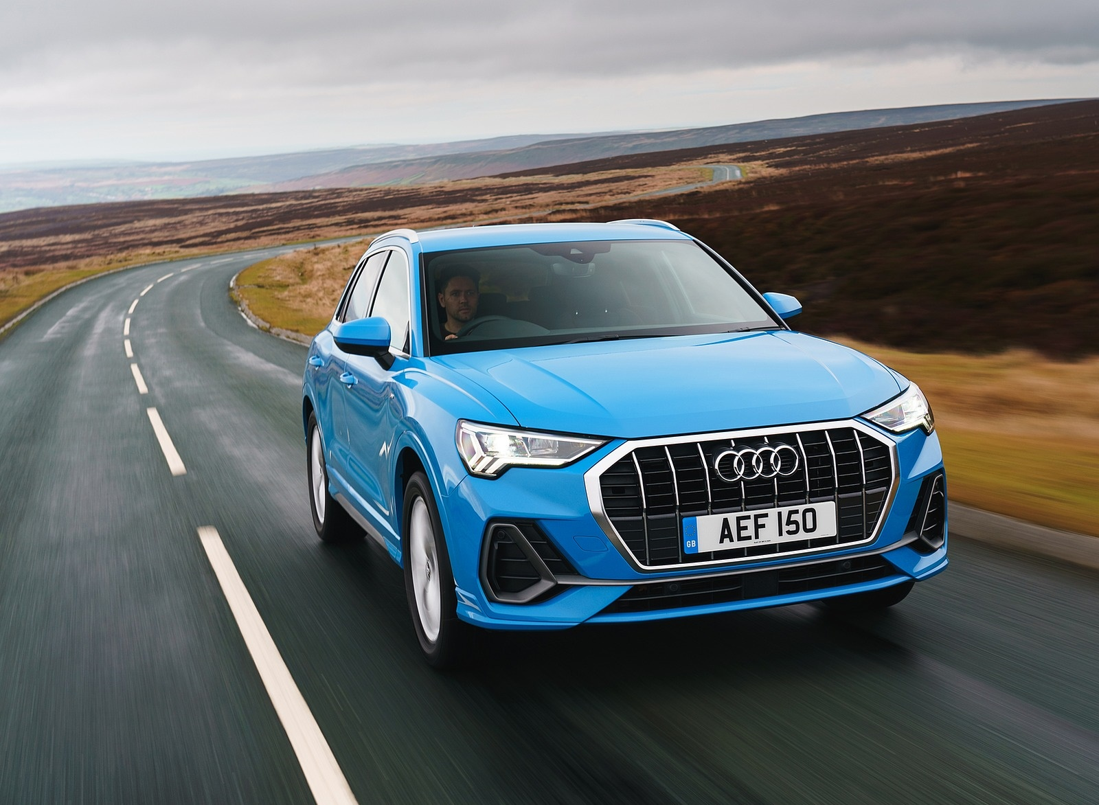 2019 Audi Q3 35 TFSI (UK-Spec) Front Wallpaper (13)