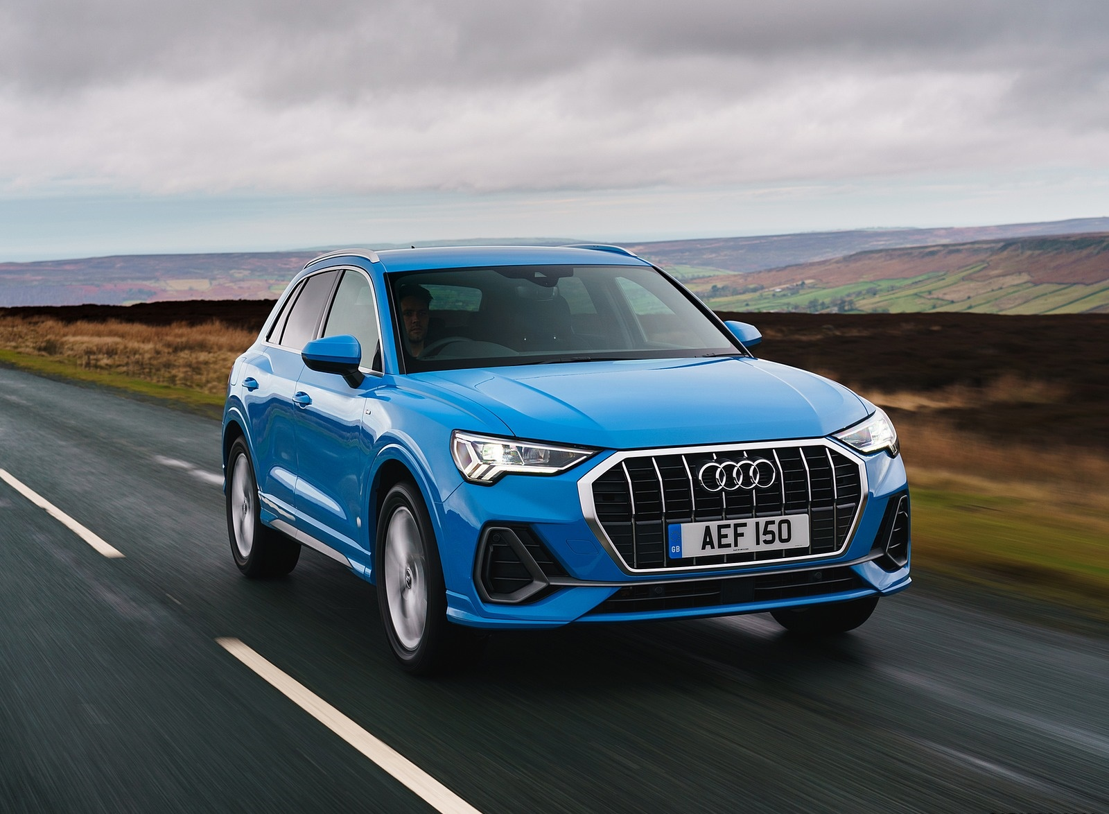 2019 Audi Q3 35 TFSI (UK-Spec) Front Wallpaper (11)