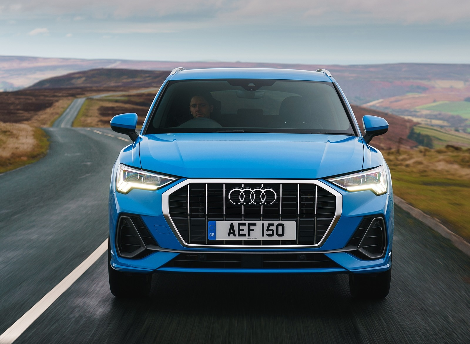 2019 Audi Q3 35 TFSI (UK-Spec) Front Wallpapers (2)