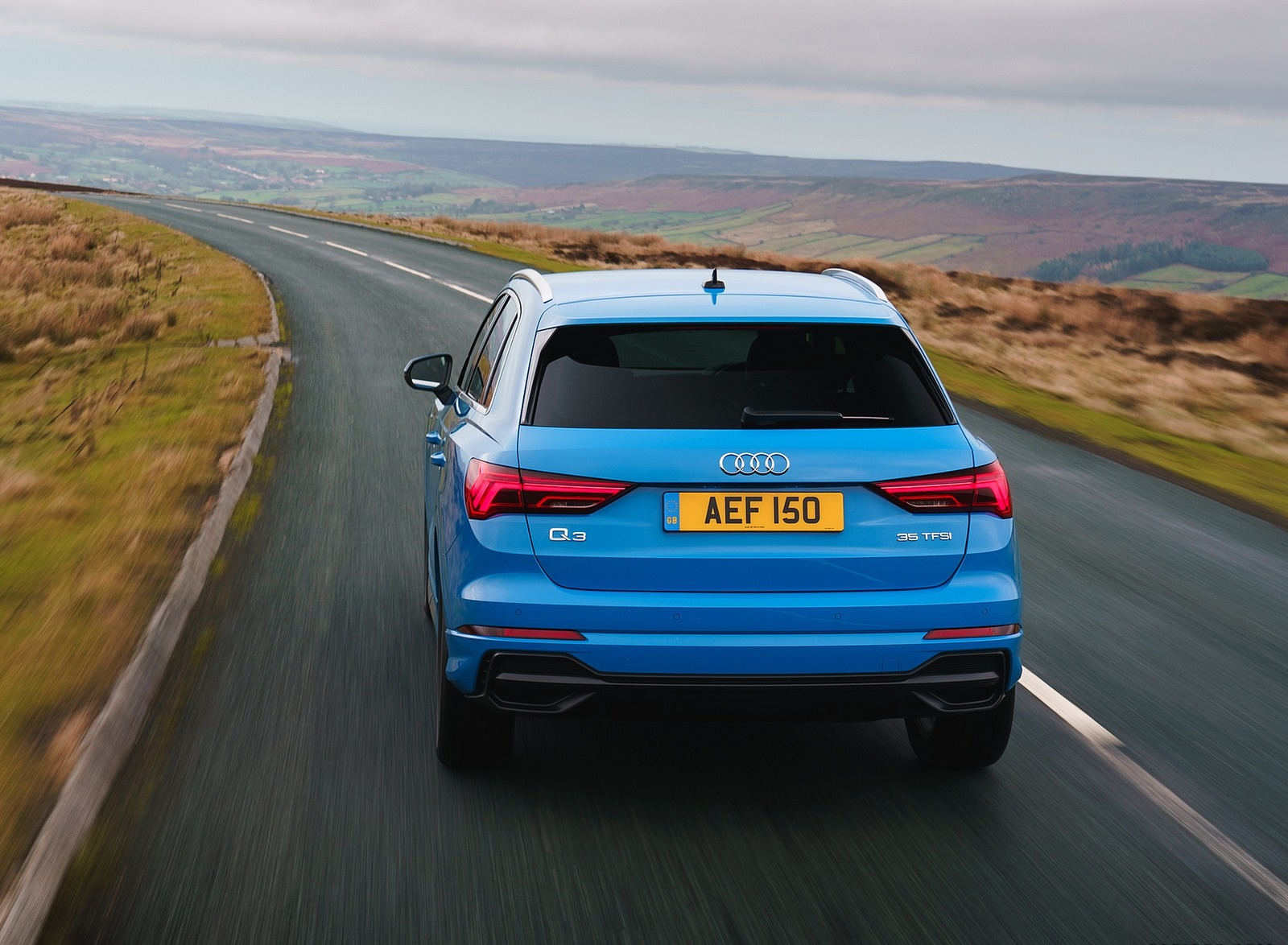 2019 Audi Q3 35 TFSI (UK-Spec) Rear Wallpaper (8)