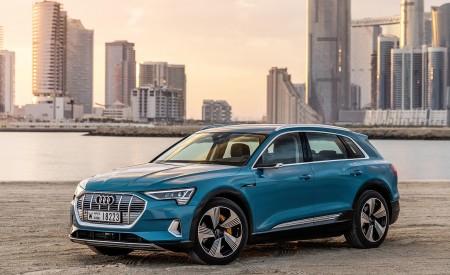 2019 Audi e-tron (Color: Antigua Blue) Front Three-Quarter Wallpaper 450x275 (87)