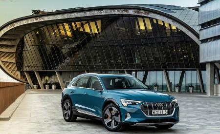 2019 Audi e-tron (Color: Antigua Blue) Front Three-Quarter Wallpaper 450x275 (106)