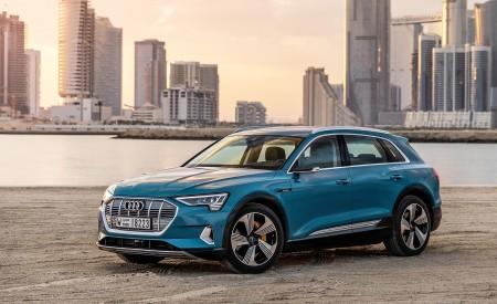 2019 Audi e-tron (Color: Antigua Blue) Front Three-Quarter Wallpaper 450x275 (90)