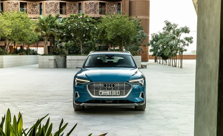 2019 Audi e-tron (Color: Antigua Blue) Front Wallpaper 450x275 (107)