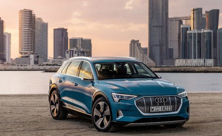 2019 Audi e-tron (Color: Antigua Blue) Front Wallpaper 450x275 (92)