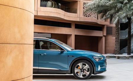 2019 Audi e-tron (Color: Antigua Blue) Side Wallpaper 450x275 (112)