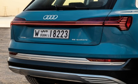 2019 Audi e-tron (Color: Antigua Blue) Tail Light Wallpaper 450x275 (117)