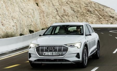 2019 Audi e-tron (Color: Glacier White) Front Three-Quarter Wallpaper 450x275 (196)