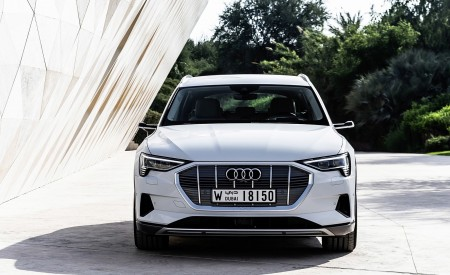 2019 Audi e-tron (Color: Glacier White) Front Wallpaper 450x275 (215)