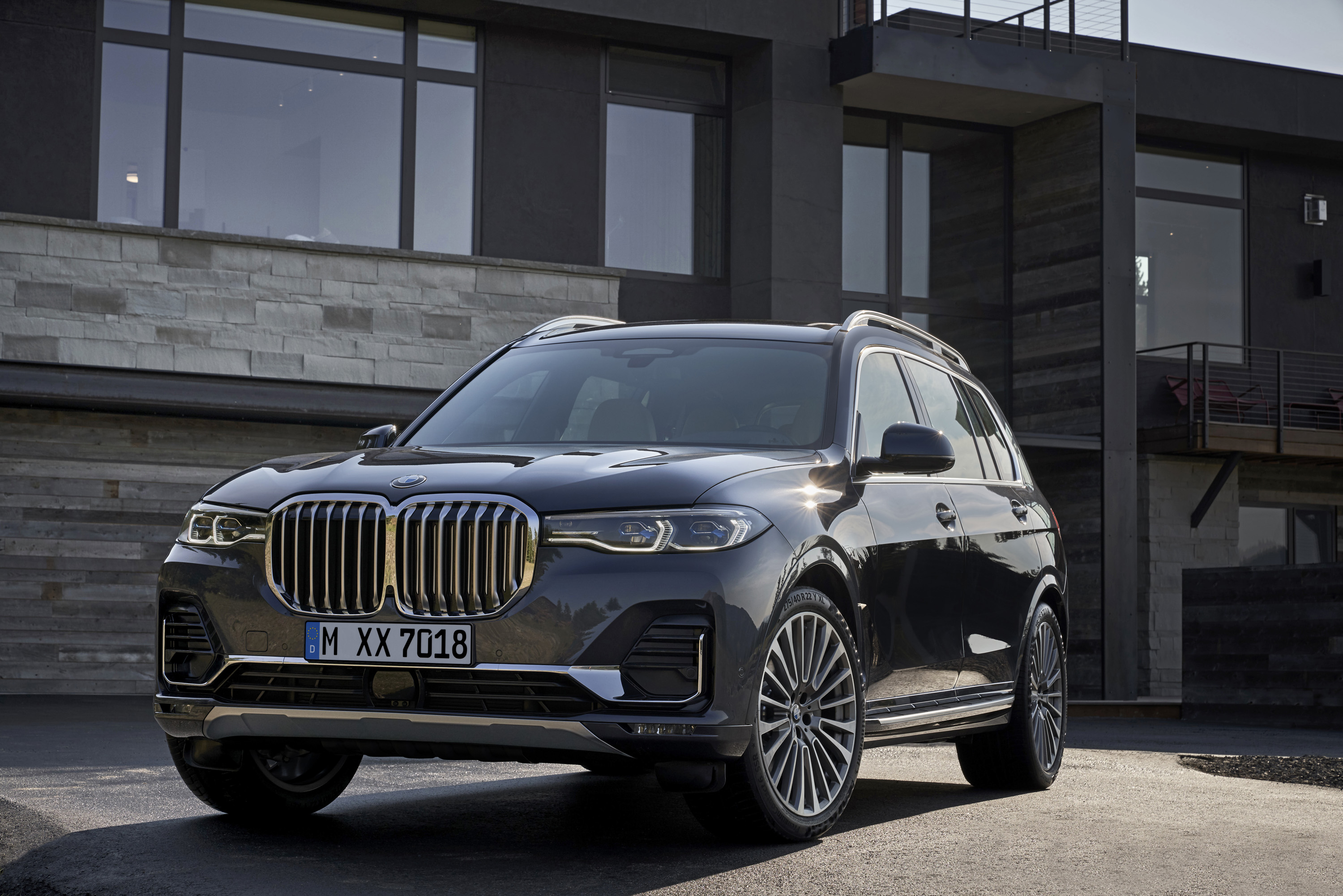 2019 BMW X7 (Color: Arctic Grey) Front Three-Quarter Wallpaper (14)