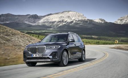 2019 BMW X7 (Color: Arctic Grey) Front Three-Quarter Wallpaper 450x275 (9)