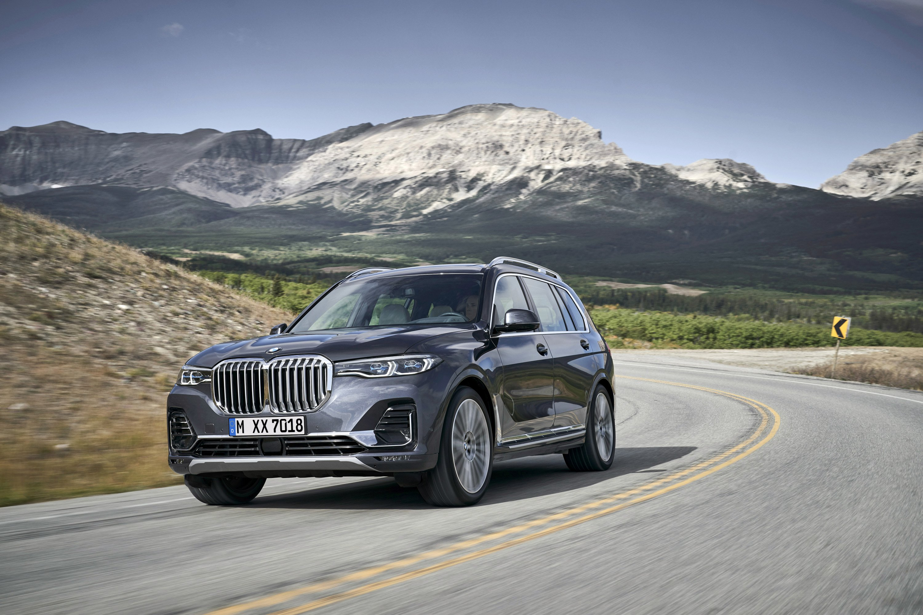 2019 BMW X7 (Color: Arctic Grey) Front Three-Quarter Wallpaper (9)