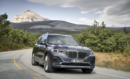 2019 BMW X7 (Color: Arctic Grey) Front Three-Quarter Wallpaper 450x275 (10)