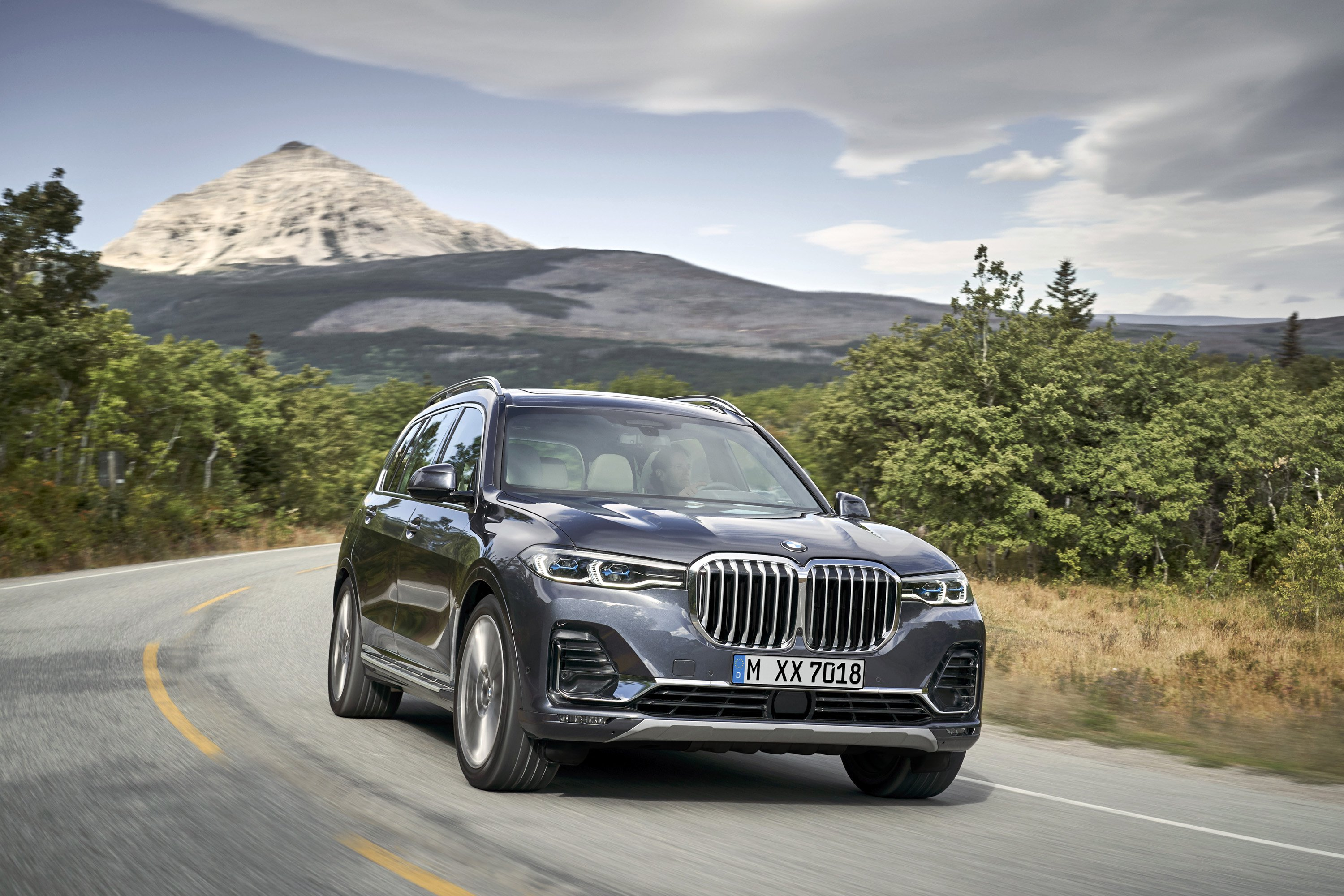 2019 BMW X7 (Color: Arctic Grey) Front Three-Quarter Wallpaper (10)
