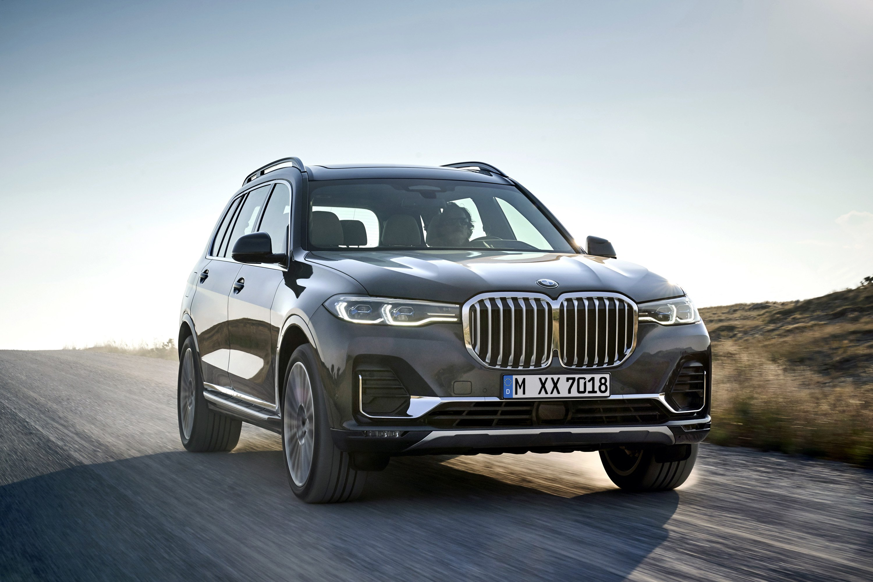 2019 BMW X7 (Color: Arctic Grey) Front Three-Quarter Wallpaper (1)