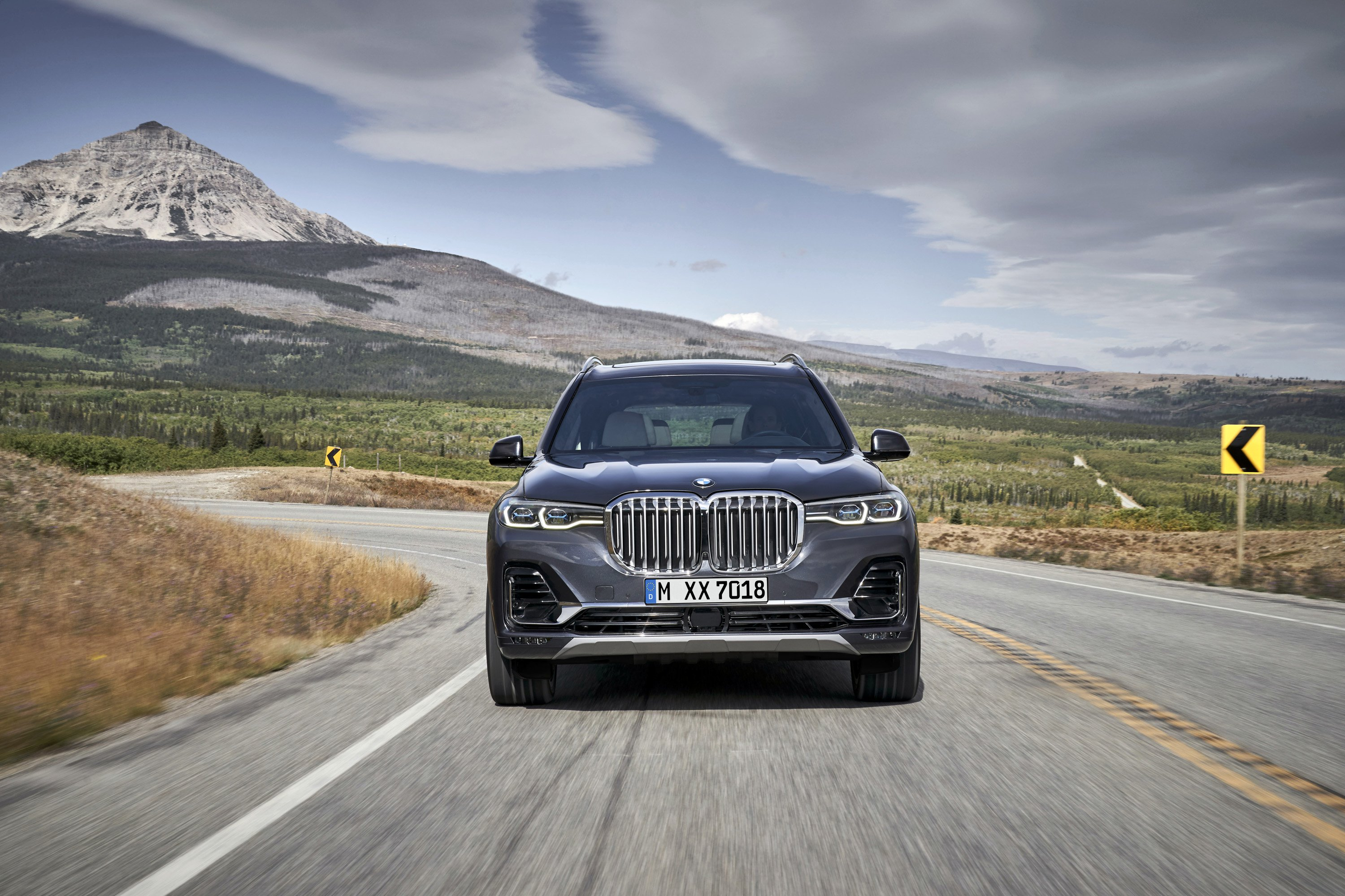 2019 BMW X7 (Color: Arctic Grey) Front Wallpaper (2)