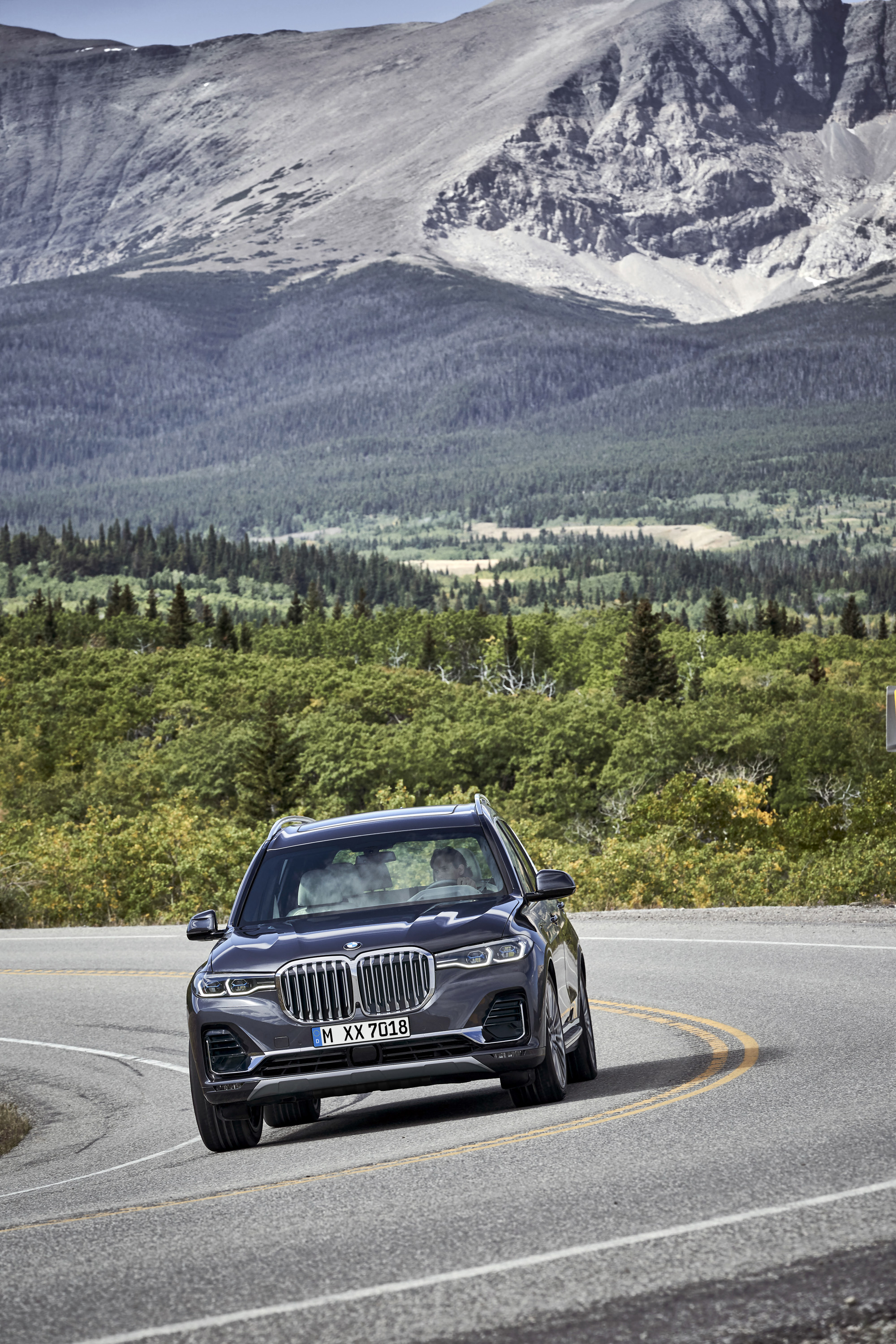2019 BMW X7 (Color: Arctic Grey) Front Wallpaper (12)