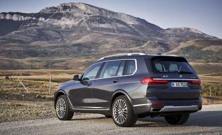 2019 BMW X7 (Color: Arctic Grey) Rear Three-Quarter Wallpaper 450x275 (23)