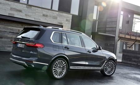 2019 BMW X7 (Color: Arctic Grey) Rear Three-Quarter Wallpaper 450x275 (17)