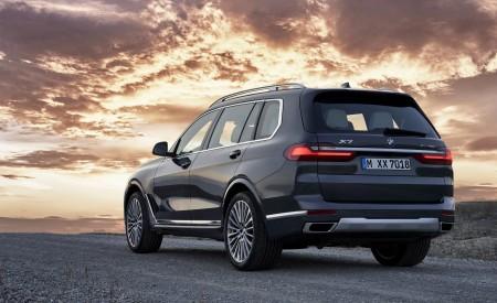 2019 BMW X7 (Color: Arctic Grey) Rear Three-Quarter Wallpaper 450x275 (24)