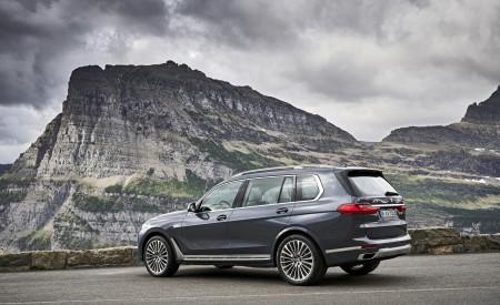 2019 BMW X7 (Color: Arctic Grey) Rear Three-Quarter Wallpaper 450x275 (25)