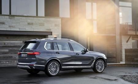 2019 BMW X7 (Color: Arctic Grey) Rear Three-Quarter Wallpaper 450x275 (18)