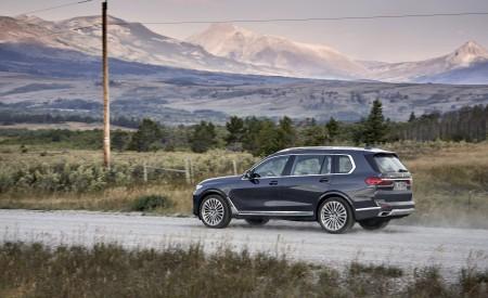 2019 BMW X7 (Color: Arctic Grey) Side Wallpaper 450x275 (13)