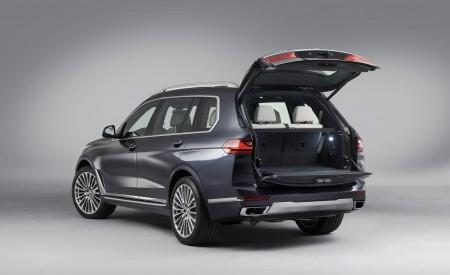 2019 BMW X7 Rear Three-Quarter Wallpaper 450x275 (38)