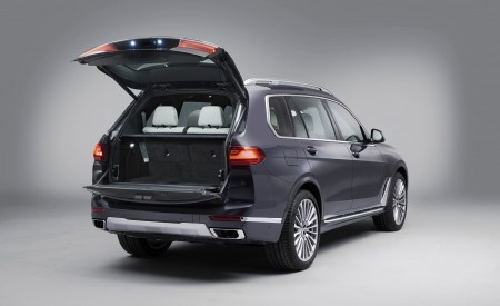2019 BMW X7 Rear Three-Quarter Wallpaper 450x275 (40)