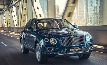 2019 Bentley Bentayga Plug-in Hybrid Front Three-Quarter Wallpapers 450x275 (2)