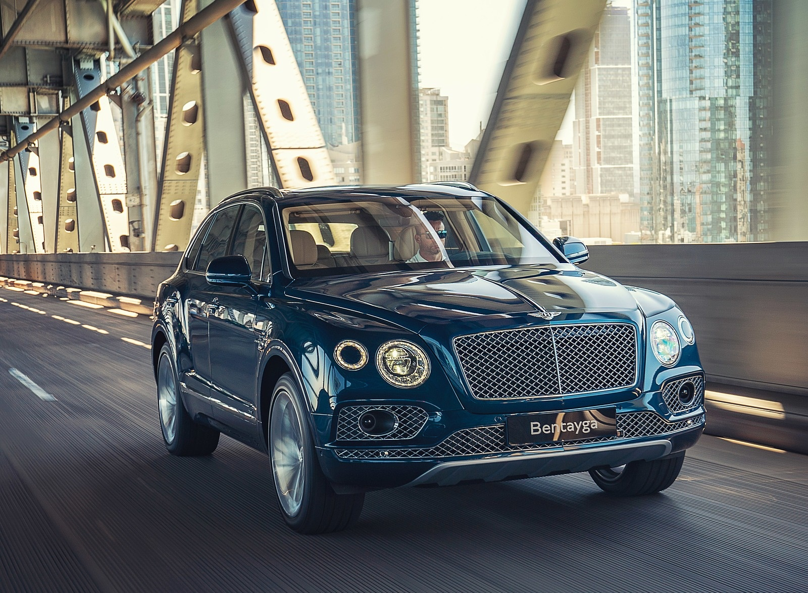 2019 Bentley Bentayga Plug-in Hybrid Front Three-Quarter Wallpapers (2)