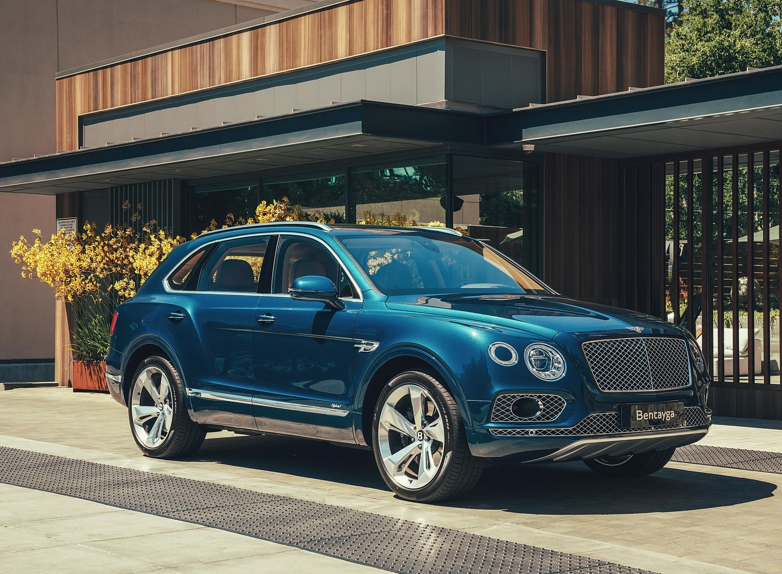 2019 Bentley Bentayga Plug-in Hybrid Front Three-Quarter Wallpapers (7)