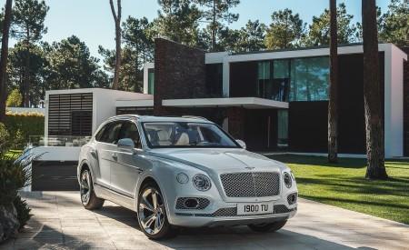 2019 Bentley Bentayga Plug-in Hybrid Front Three-Quarter Wallpapers 450x275 (32)