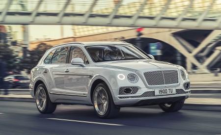 2019 Bentley Bentayga Plug-in Hybrid Front Three-Quarter Wallpapers 450x275 (28)