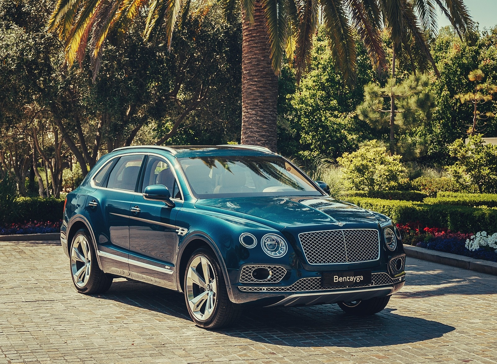 2019 Bentley Bentayga Plug-in Hybrid Front Three-Quarter Wallpapers (9)