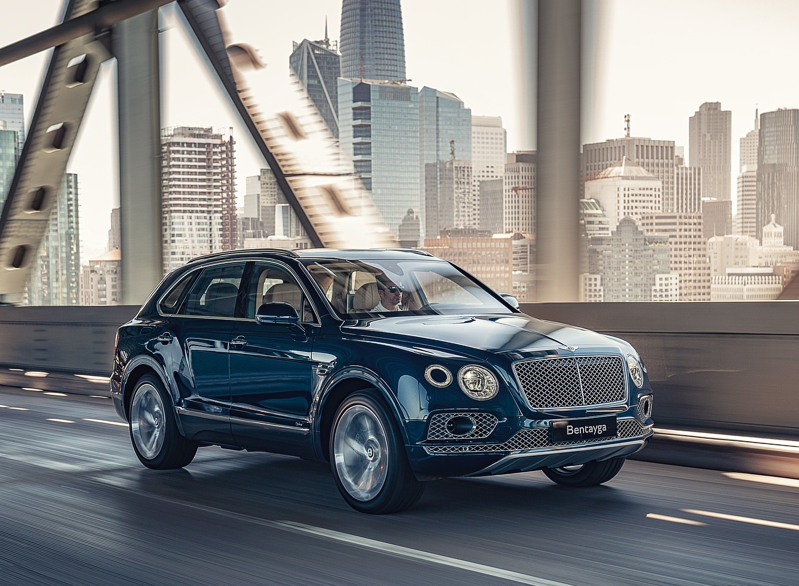2019 Bentley Bentayga Plug-in Hybrid Front Three-Quarter Wallpapers (3)