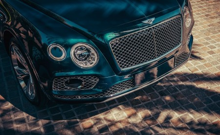 2019 Bentley Bentayga Plug-in Hybrid Grill Wallpapers 450x275 (16)