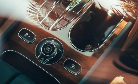 2019 Bentley Bentayga Plug-in Hybrid Interior Detail Wallpapers 450x275 (22)