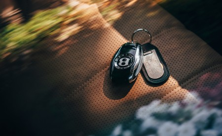2019 Bentley Bentayga Plug-in Hybrid Keys Wallpapers 450x275 (20)