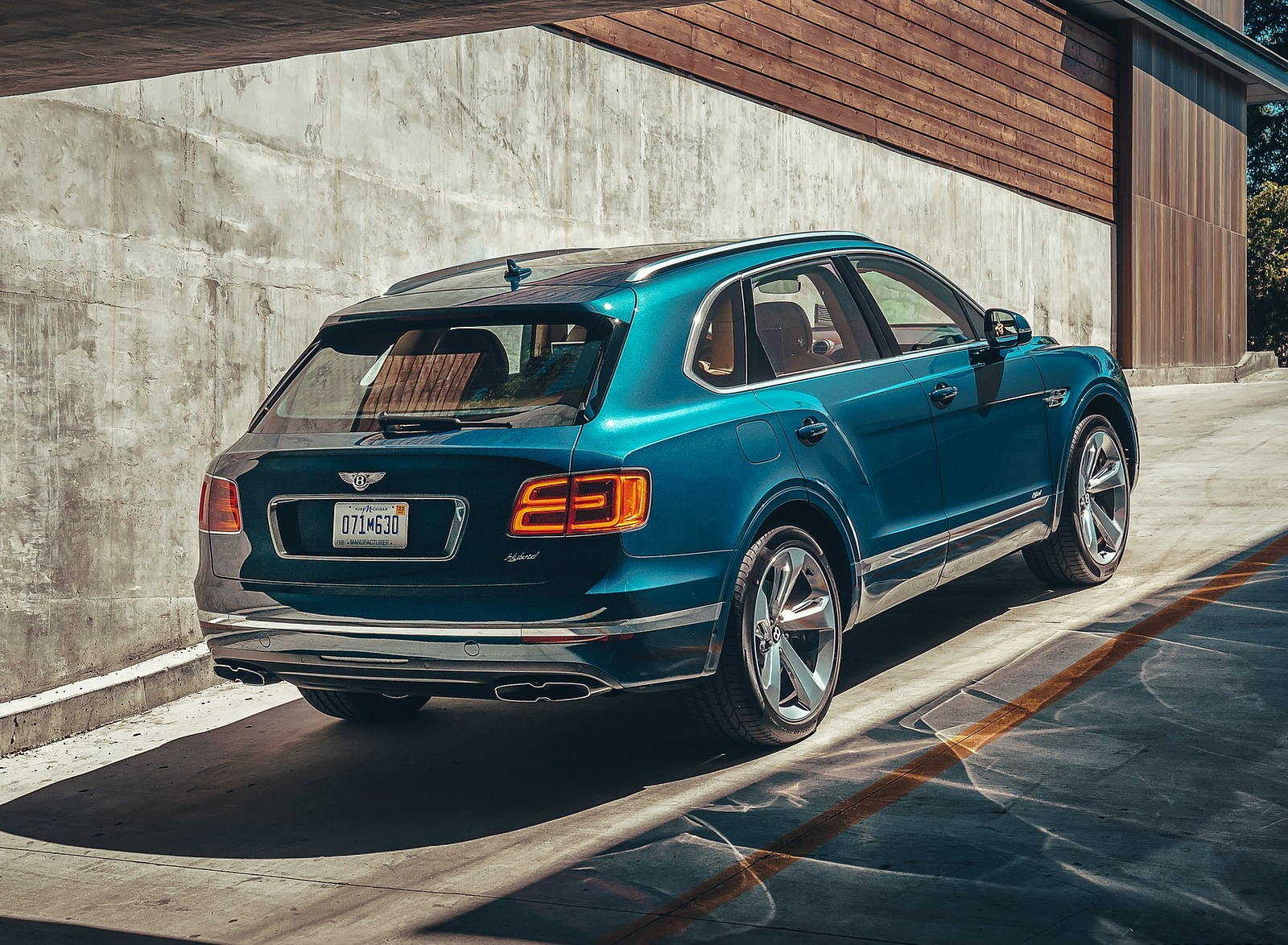 2019 Bentley Bentayga Plug-in Hybrid Rear Three-Quarter Wallpapers (10)