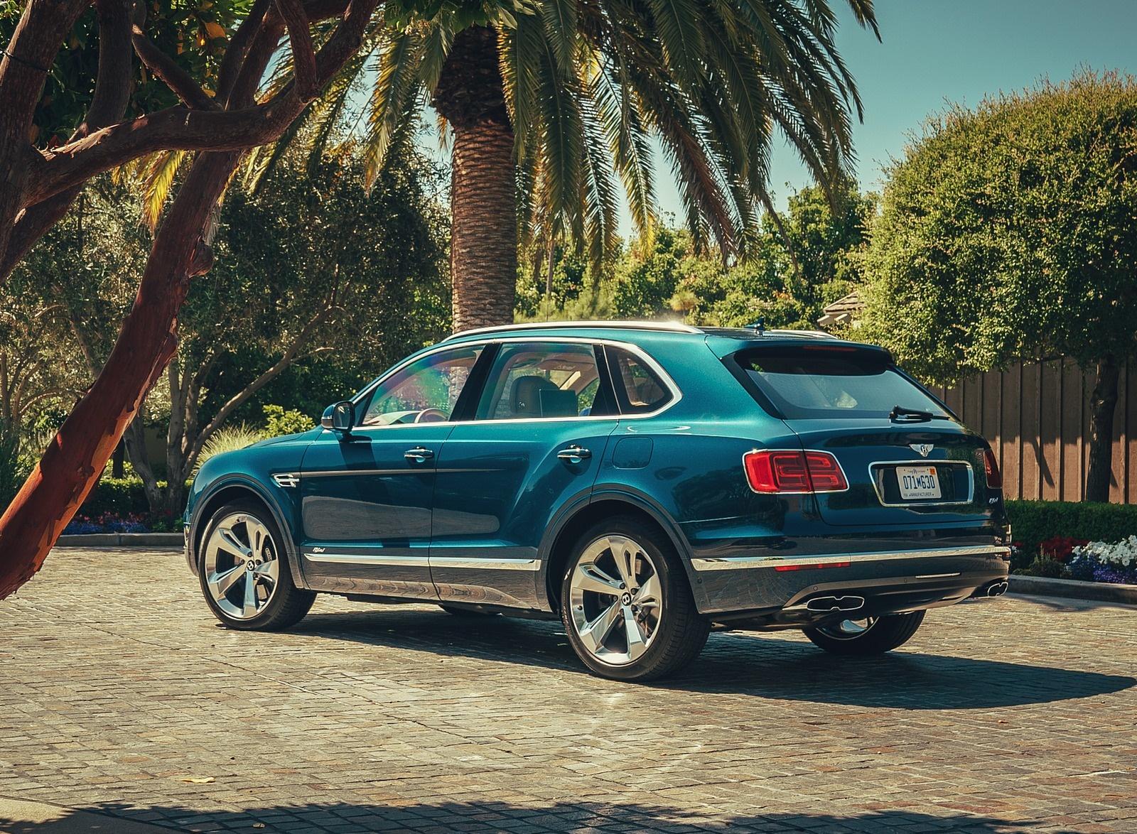 2019 Bentley Bentayga Plug-in Hybrid Rear Three-Quarter Wallpapers (11)