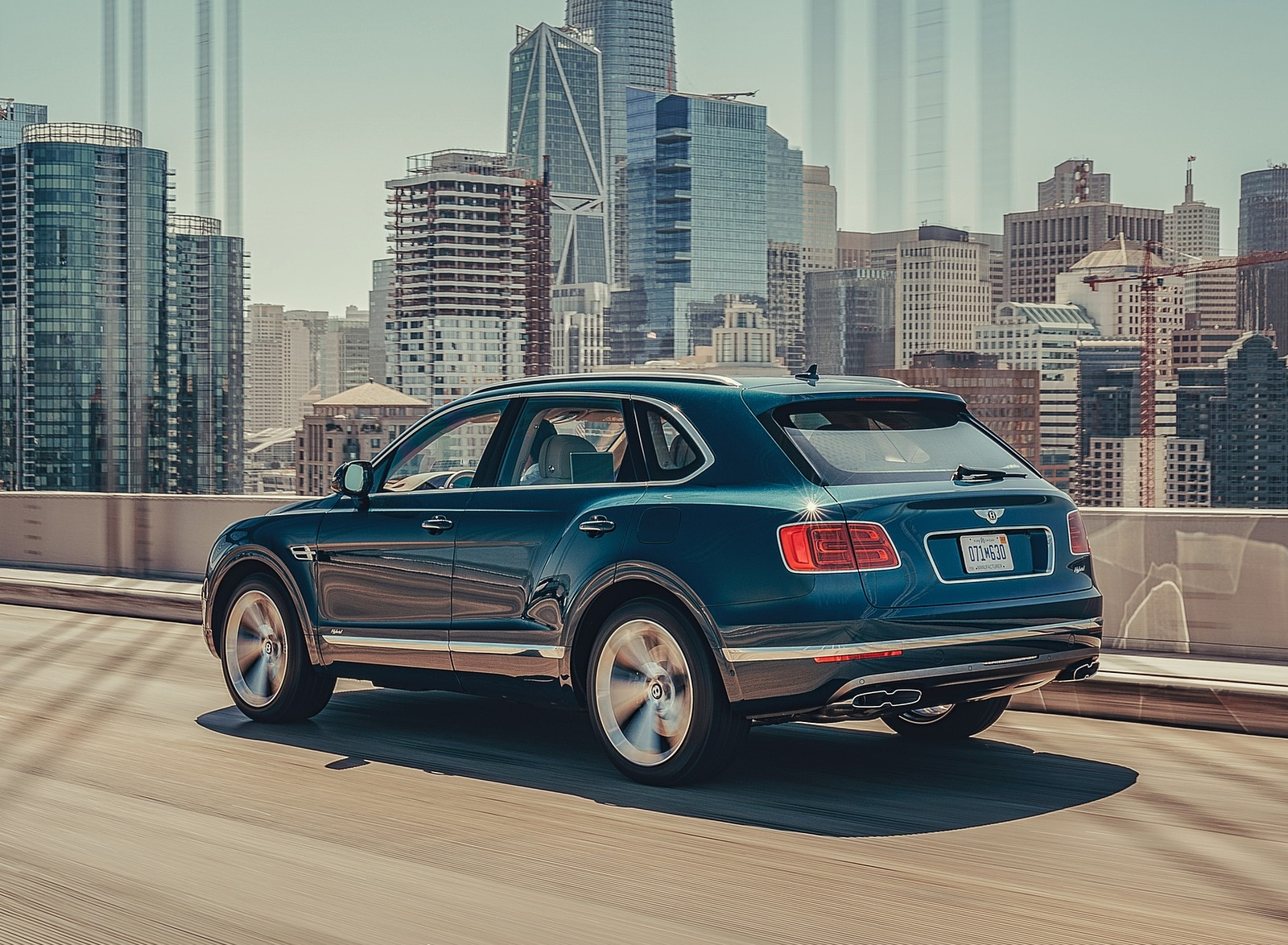 2019 Bentley Bentayga Plug-in Hybrid Rear Three-Quarter Wallpapers (4)