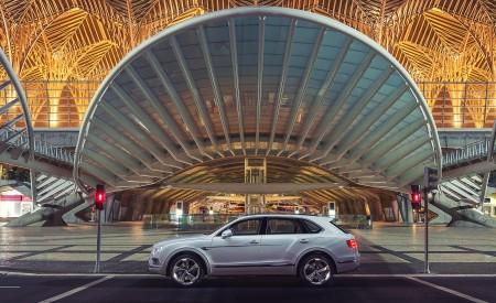 2019 Bentley Bentayga Plug-in Hybrid Side Wallpapers 450x275 (36)