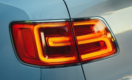 2019 Bentley Bentayga Plug-in Hybrid Tail Light Wallpapers 450x275 (45)