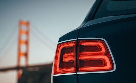 2019 Bentley Bentayga Plug-in Hybrid Tail Light Wallpapers 450x275 (18)
