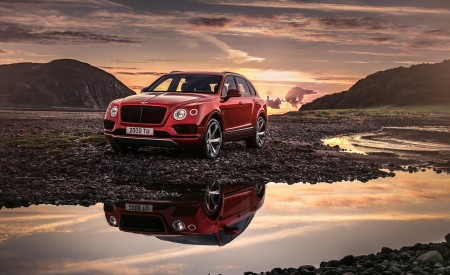 2019 Bentley Bentayga V8 Front Three-Quarter Wallpapers 450x275 (2)