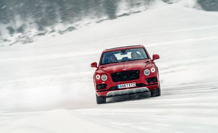 2019 Bentley Bentayga V8 Front Wallpapers 450x275 (23)
