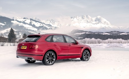 2019 Bentley Bentayga V8 Rear Three-Quarter Wallpapers 450x275 (18)